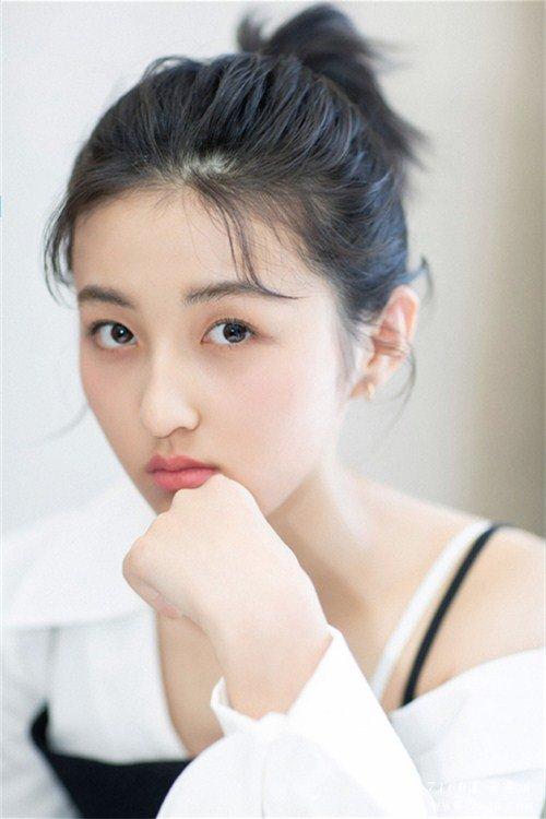 甜酷美女明星张子枫目