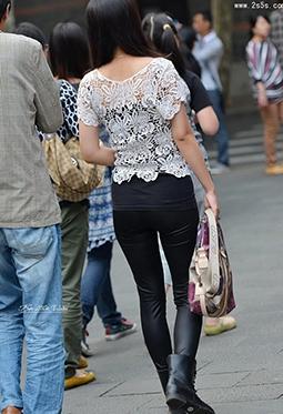 时尚街拍紧身皮裤美女