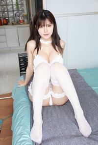 性感美女私房丝袜写真内衣秀丰满白皙诱人
