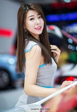 时尚靓丽雪铁龙美女车模高清摄影图片